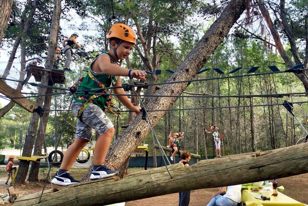 adventure park Pacostane. klim parcours activiteiten in Pacostane